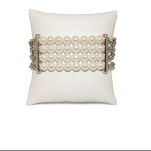 Cookie Lee Chained Creamy Pearl Bracelet